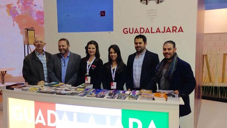 Jesús Parra y Alberto Domínguez en el mostrador de la Diputación Provincial