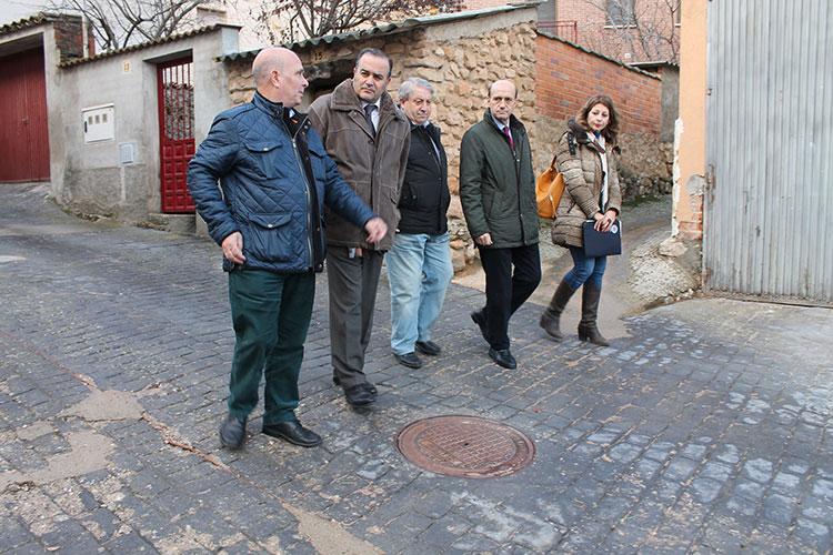 El delegado del Gobierno en Castilla-La Mancha, José Julián Gregorio en su visita a Henche