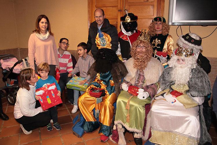 Melchor, Gaspar y Baltasar en su visita a Pareja