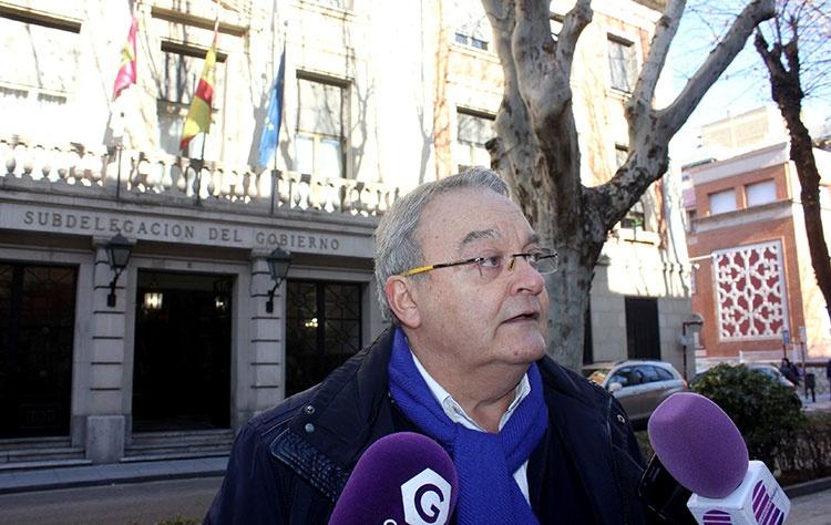 El senado popular Juan Antonio de las Heras en rueda de prensa