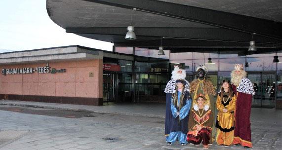 Los Reyes Magos en la estación Guadalajara Yebes en una foto de archivo