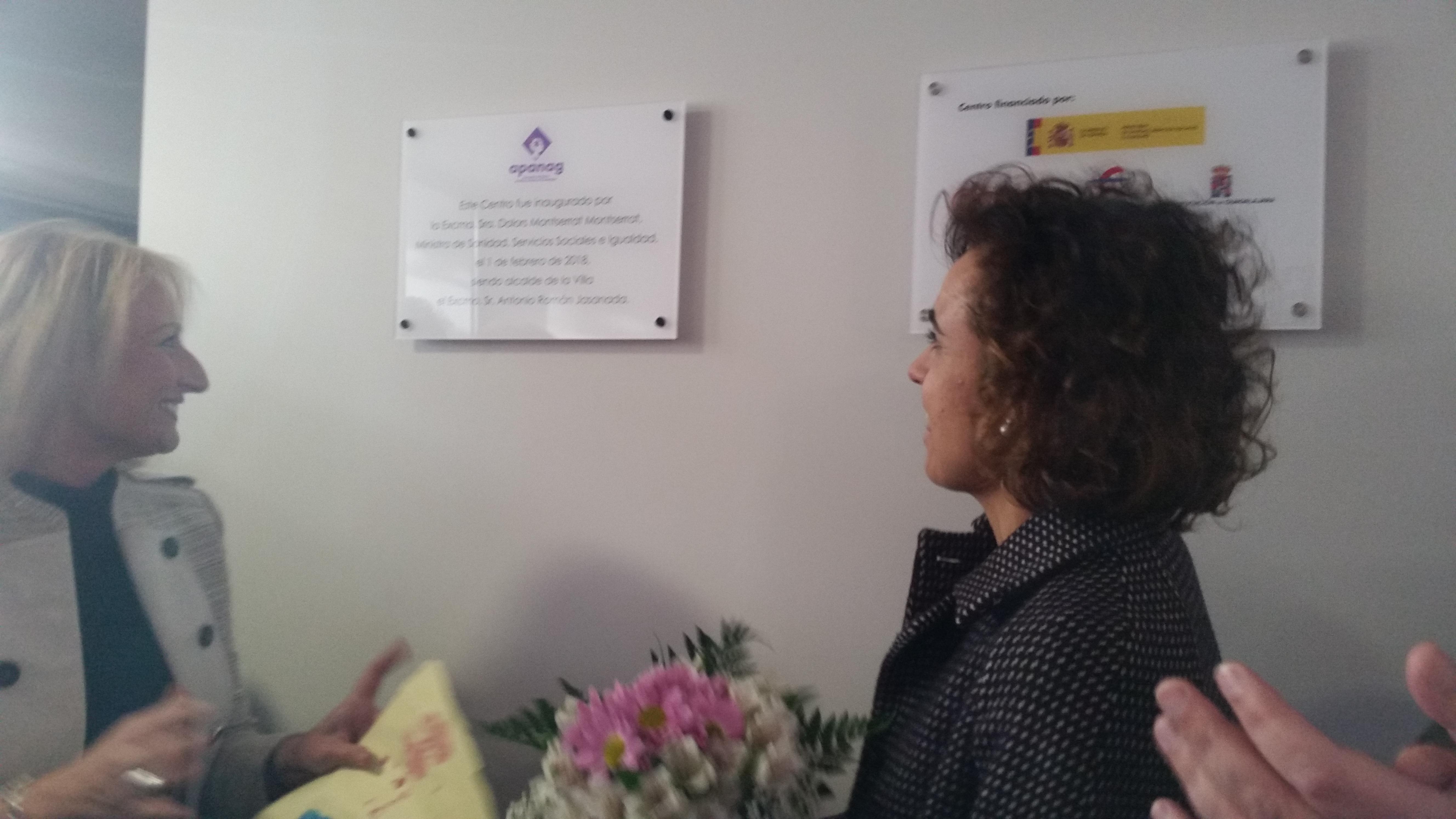 Dolors Montserrat inaugura el nuevo centro de APANAG