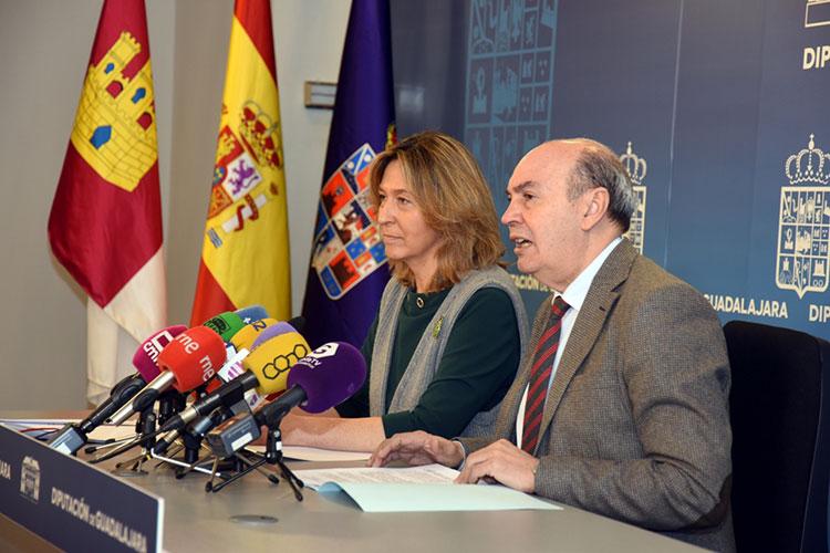 Latre y Guarinos durante la presentación de los presupuestos de 2018