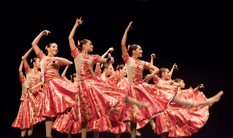 Actuación de ls Compañía de Danza 'Enredados' de Marchamalo