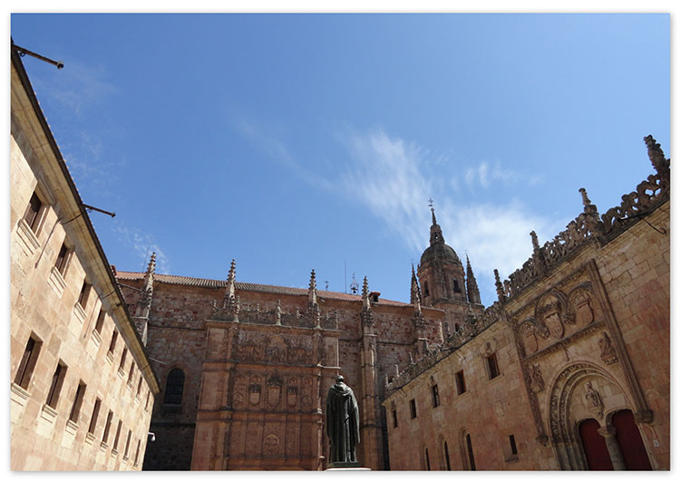 4.-Salamanca, patio de las Escuelas Mayores de la Universidad, que conocieron los pasos de Luisa de Medrano