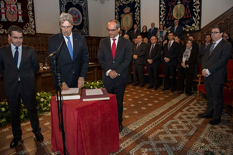Toma de posesión de José Vicente Saz, como nuevo rector de la Universidad de Alcalá