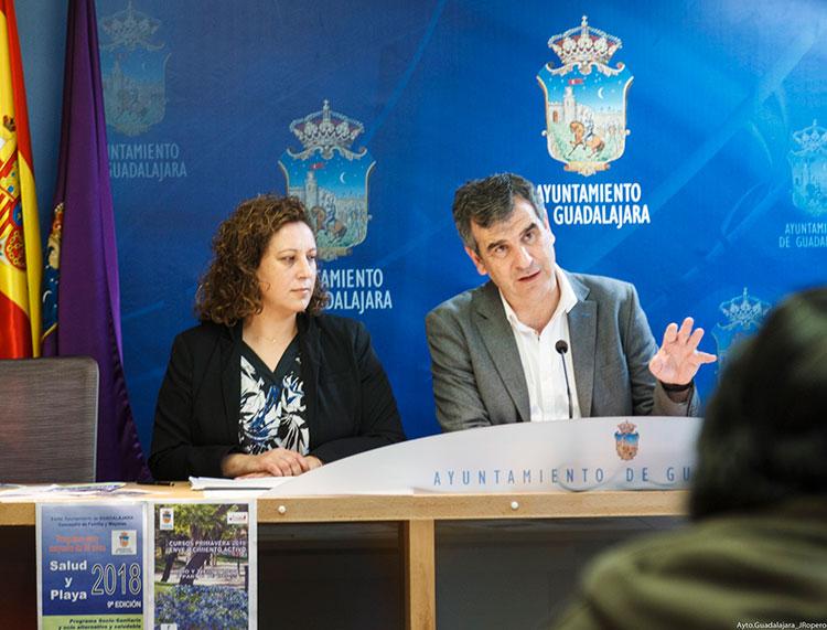 Román y Renales, han presentado hoy la VIII Edición de Cursos de Envejecimiento activo, promovida por el Ayuntamiento