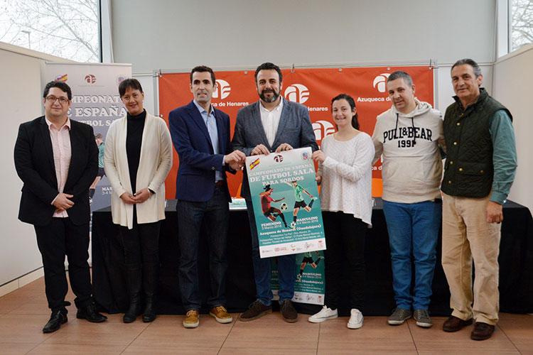 Foto de familia de la presentación del Campeonato. Firma: Álvaro Díaz Villamil / Ayuntamiento de Azuqueca