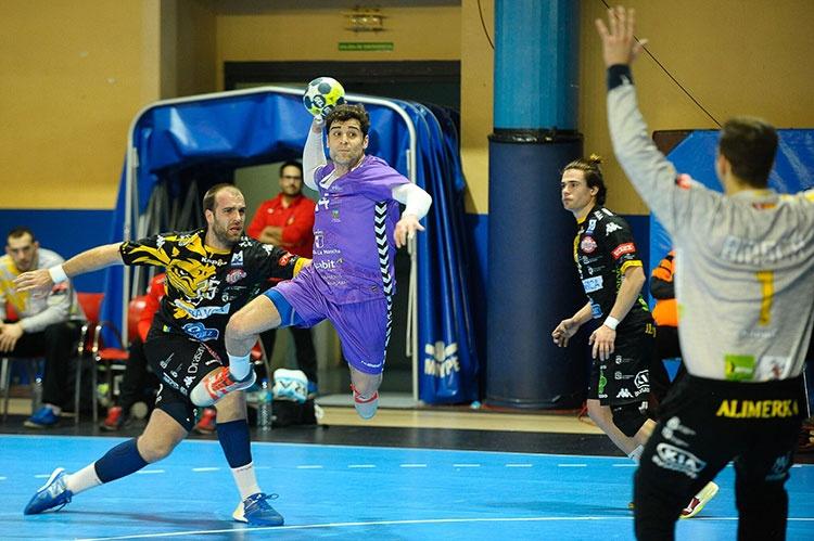 El Ademar León se llevó los dos puntos del David Sanrtamaría