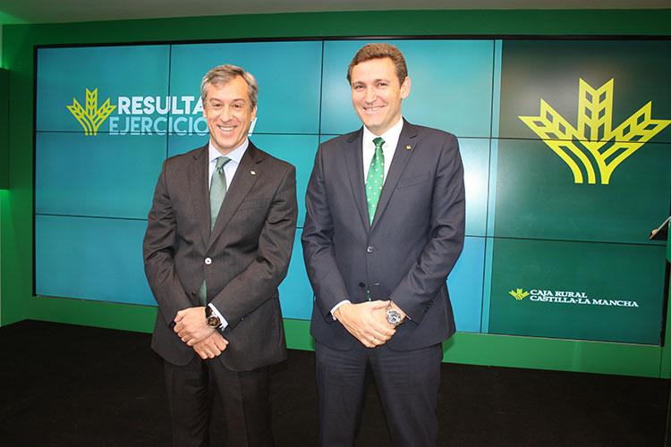 Javier López Martín y Víctor Manuel Martín López, presidente y director general de la entidad