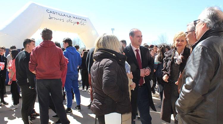 Alberto Rojo durante su visita al Instituto de Enseñanza Secundaria Juan García de Valdemora, de El Casar.