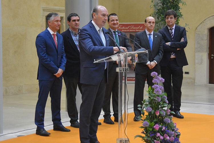 El Presidente de la Diputación, José Manuel Latre, inaugura la feria