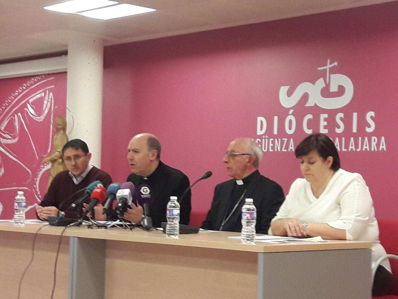 Un momento de la rueda del prensa del Obispo de la Diócesis