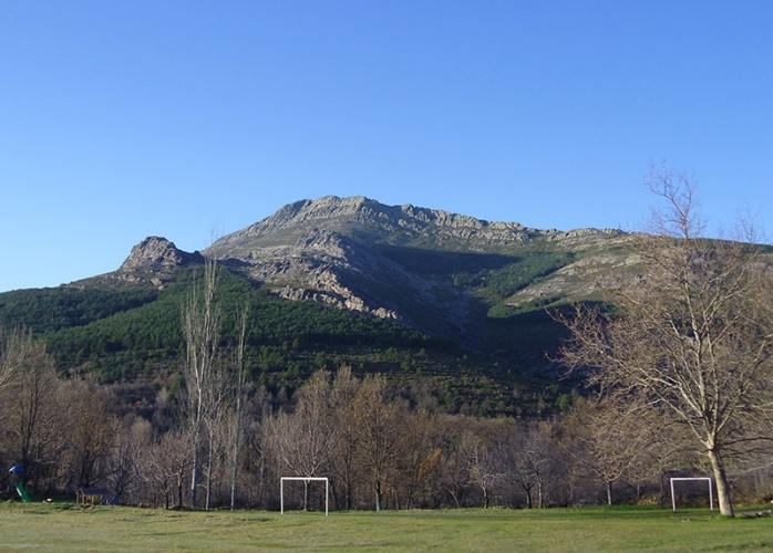 Pico Ocejón desde Valverde de los Arroyos
