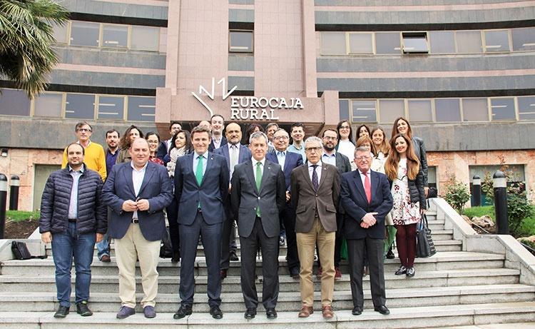 Javier López y Víctor Manuel Martín con los periodistas tras la rueda de prensa