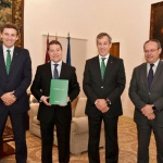 Caja Rural Castilla-La Mancha entrega su Memoria Anual al presidente García Page