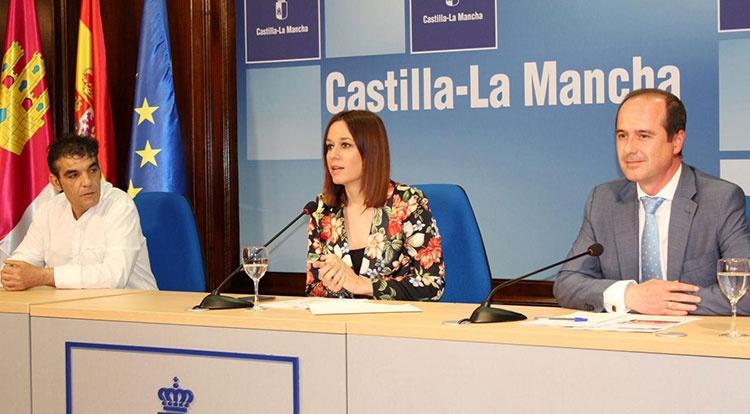 La directora general de Turismo, Comercio y Artesanía, Ana Isabel Fernández Samper presenta FARCAMA primavera en Guadalajara