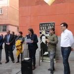 Felipa Polo Asenjo recibe el recuerdo de Madrid en el Día del Libro