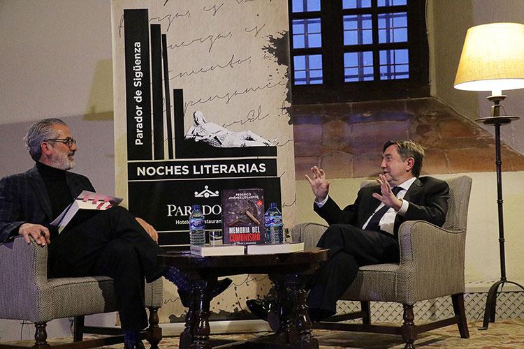 Federico Jimenez Losantos participo el viernes en las tertulias literarias en el parador de Sigüenza