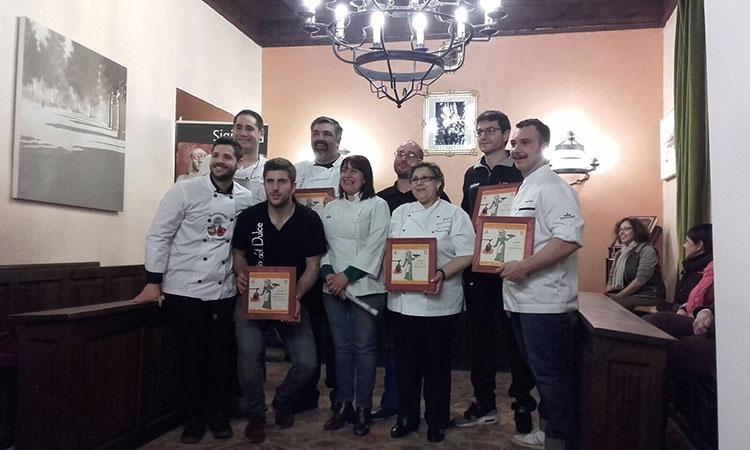 Los cocineros participantes en este certamen gastronómico seguntino