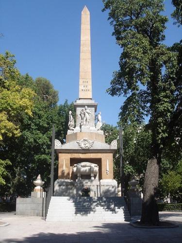 Obelisco del 2 de Mayo en el Paseo del Prado de Madrid, levantado a iniciativa de Wenceslao Argumos