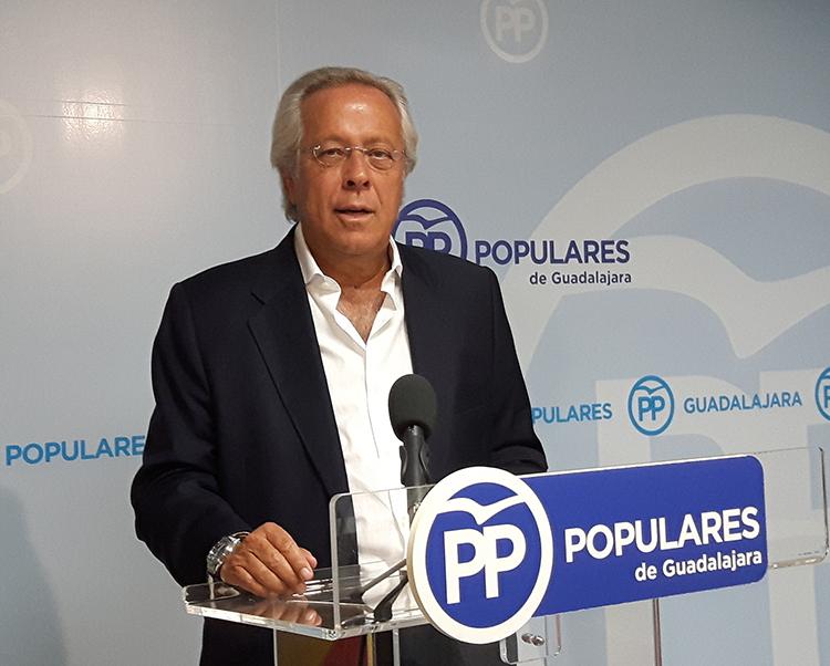 El diputado Ramón Aguirre en la rueda de prensa