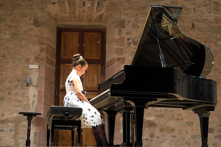 Norah Wanton durante su interpretación en Sigüenza