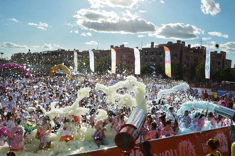 Imagen de archivo de la fiesta posterior a la carrera en el Recinto Ferial del año pasado. Fotografía: Álvaro Díaz Villamil / Ayuntamiento de Azuqueca