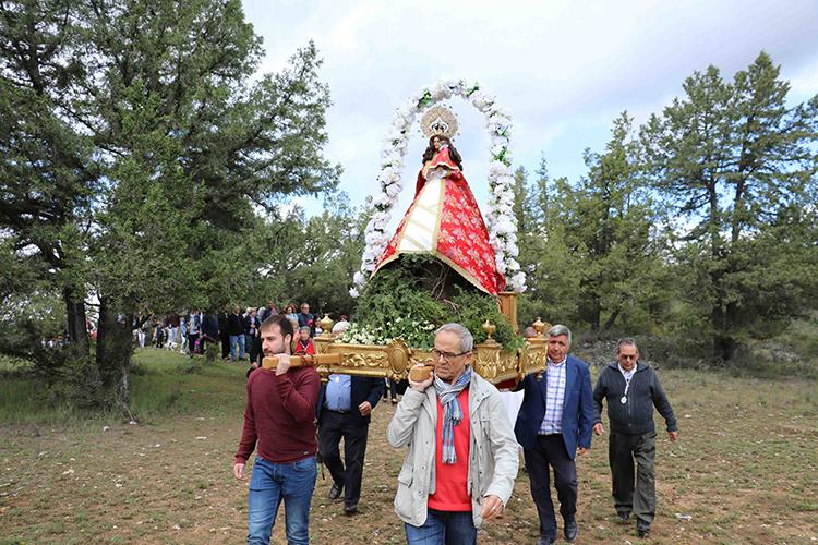 Un momento de la recuperada romería a los Enebrales en Tamajón