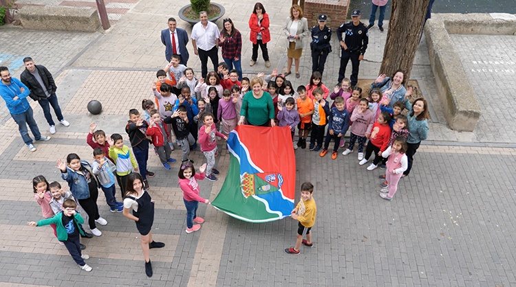 Izado de la nueva bandera municipal de Alovera