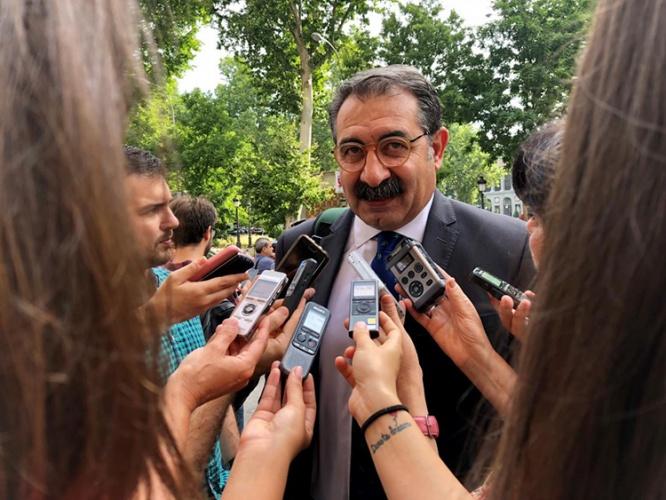El consejero de Sanidad, Jesús Fernández Sanz en rueda de prensa