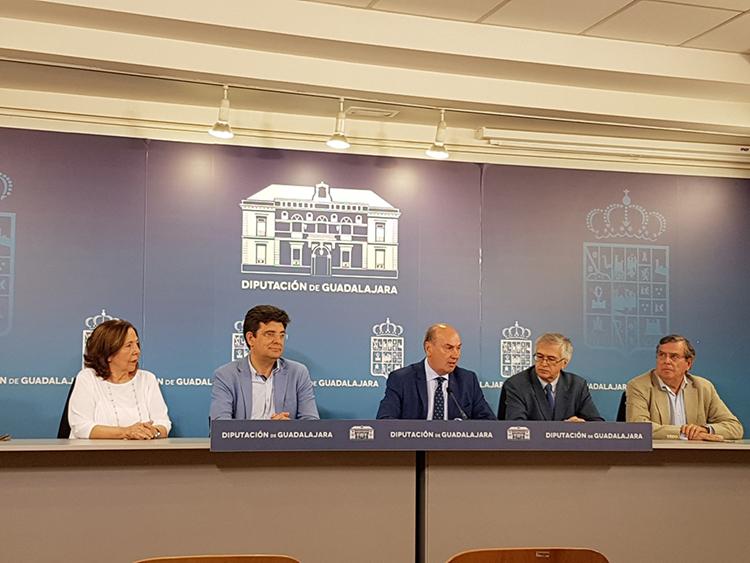 Un momento de la presentación del VI Premio Internacional de Periodismo 'Cátedra Manu Leguineche'
