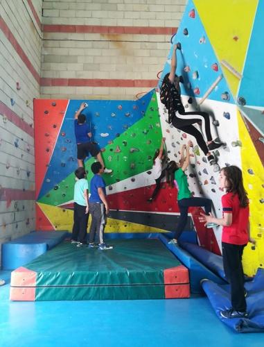 Actividades deportivas en el rocódromo de Marchamalo