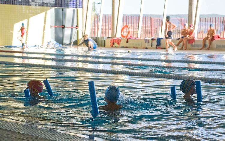 Actividades deportivas en la piscina cubierta de Marchamalo