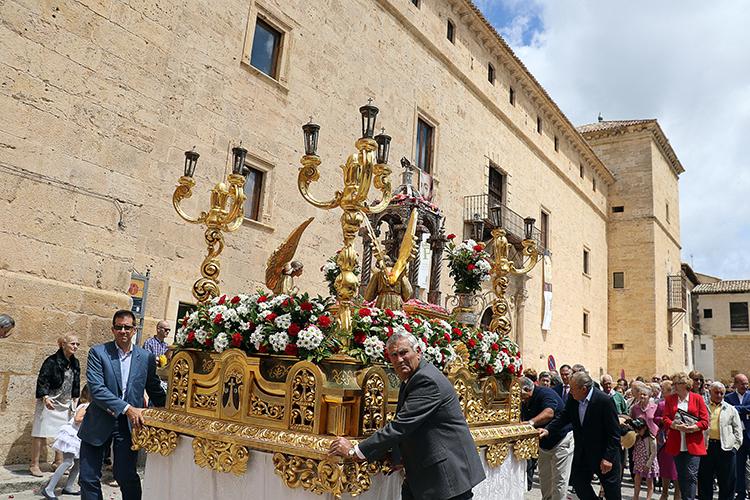 La custodia del Corpus Christi a su paso por el Palacio Ducal de Pastrana