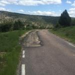 El PSOE denuncia el lamentable estado de la carretera GU-958 por los recortes del PP