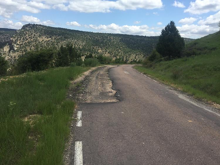 Aspecto de la carretera a Cuevas Labradas