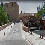 Se corta al tráfico la calle Salazaras desde el Puente del Alamín