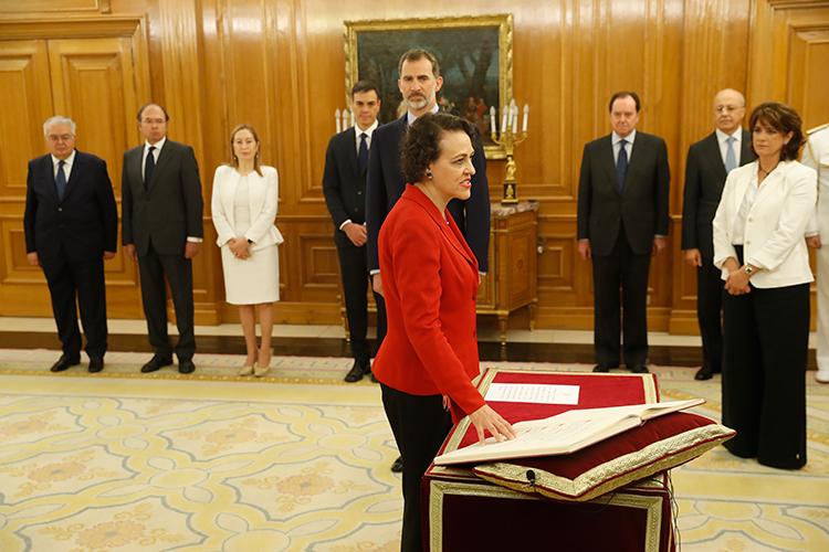 Magdalena Valerio promete su cargo como Ministra de Trabajo en presencia de Felipe VI. (Foto: Javier Lizón/Agencia EFE)
