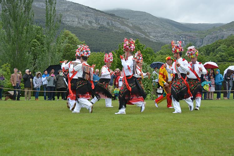 Danzante en la era de Valverde de los Arroyos