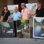 La artista china Miao Du, ganadora del XXIV Certamen Nacional de Pintura Rápida Villa Condal de Cifuentes