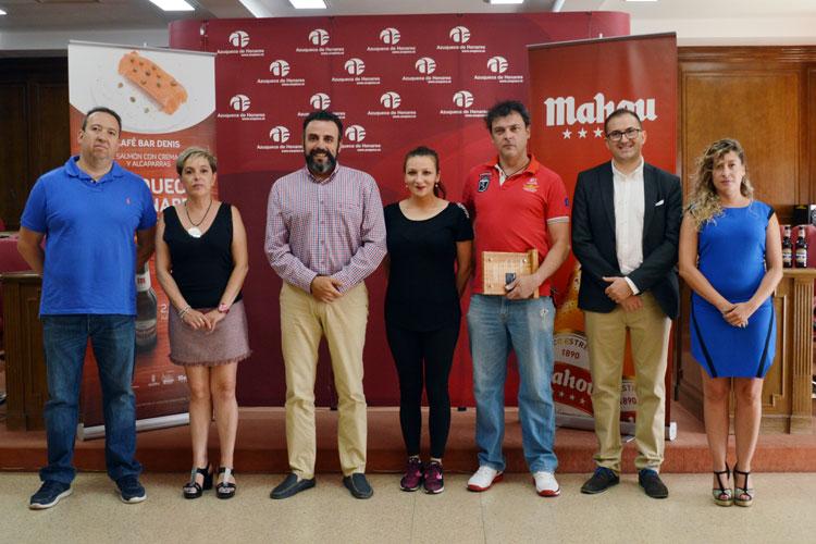 Foto de grupo de la entrega de premios de 'Azuqueca de Henares es para comérsela'. Fotografía: Álvaro Díaz Villamil / Ayuntamiento de Azuqueca