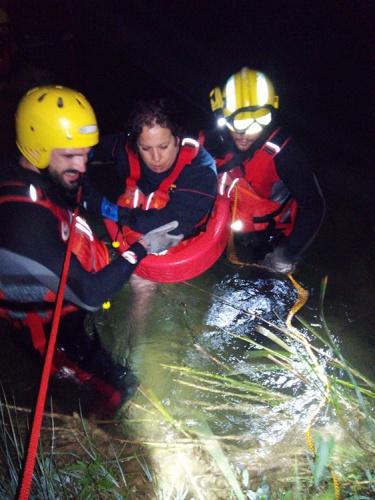 Un momento del rescate de uno de los miembros de la familia en el Alto tajo en el término de Zaorejas (Foto: CEIS: Guadalajara)