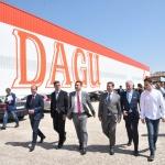 Page visita la empresa DAGU, donde más del 50 por ciento de sus 210 trabajadores son mujeres.