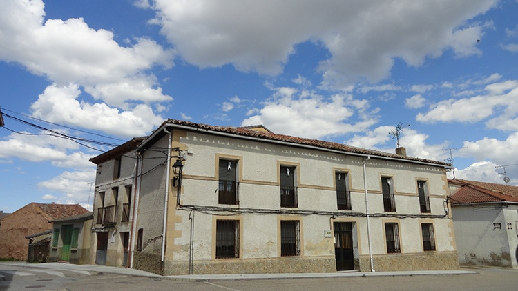 Las casas de don Antonio Orfila, en la plaza de Hiendelaencina, se asemejaban a un palacio