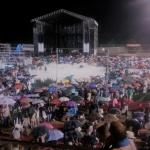 Una tromba de agua obliga a interrumpir el concierto de Raphael