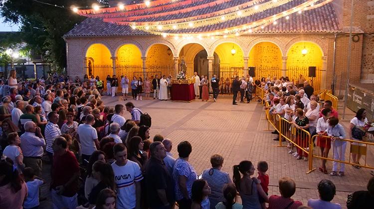 Ofrenda a la Virgen del Carmen en Alovera