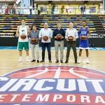 Visita del alcalde a los jugadores de la ACB que estos días juegan en el Multiusos de Guadalajara