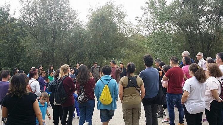 Imagen de archivo de la visita organizada por el Ayuntamiento a la Reserva el año pasado con motivo del Día de las Aves