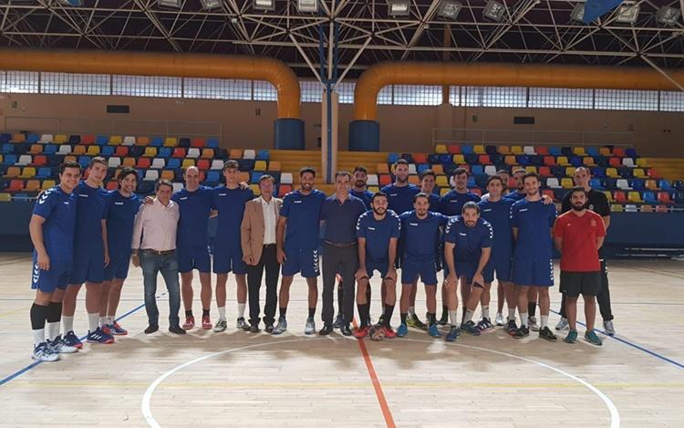 Al alcalde de Guadalajara, Antonio Román, visitó a los jugadores del Quabit Guadalajara